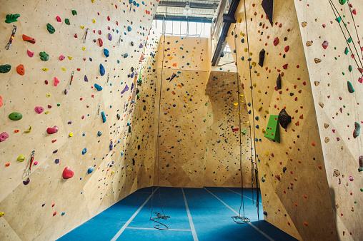 Rock Face「Belay ropes hanging near indoor rock wall」:スマホ壁紙(7)