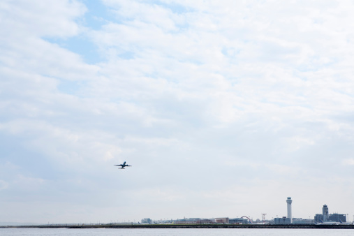 Commercial Airplane「an airport  on the seashore」:スマホ壁紙(12)