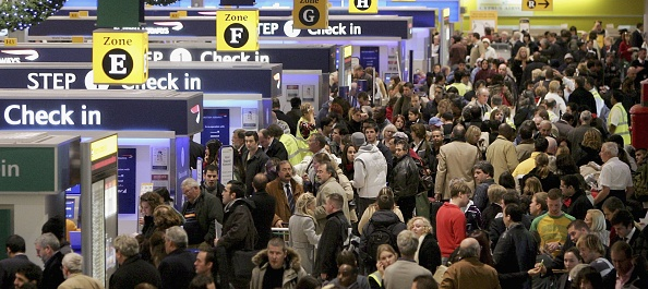 Heathrow Airport「Holidaymakers Begin Christmas Getaway」:写真・画像(10)[壁紙.com]