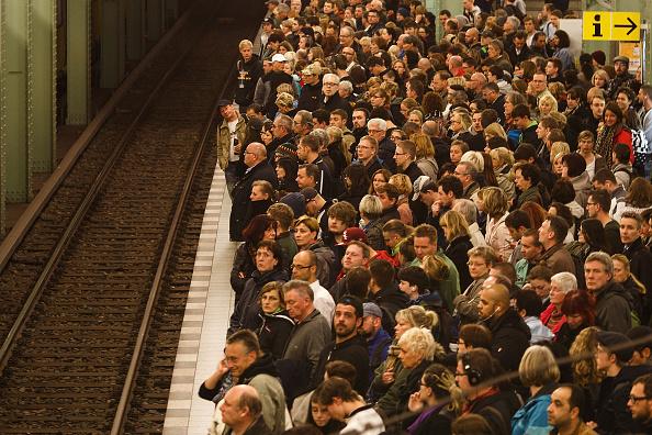 Crowd of People「Germany Hit By Four-Day Rail Strike」:写真・画像(9)[壁紙.com]