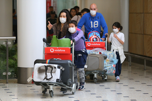 Airport「Passengers Arrive In Sydney After Chinese Authorities Shut Down Transport Networks Over Coronavirus」:写真・画像(18)[壁紙.com]