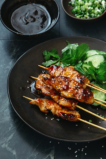 Glazed Food「Japanese chicken yakitori skewers」:スマホ壁紙(0)
