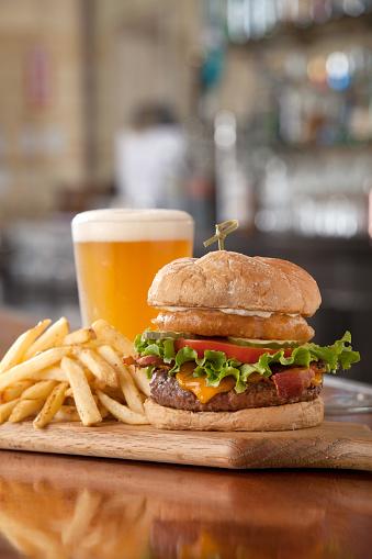 Cheeseburger「Burger, Fries and a Beer」:スマホ壁紙(2)