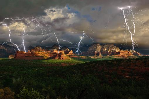 Sedona「Lightning over Secret Mountain, Sedona, Arizona, America」:スマホ壁紙(13)