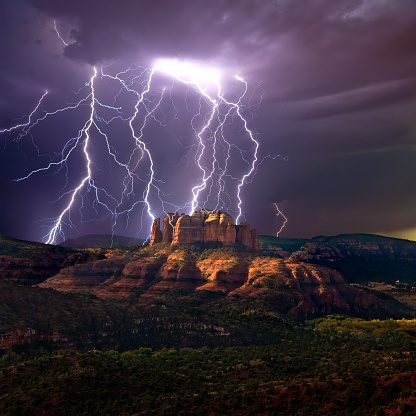 Sedona「Lightning over Cathedral rock, Sedona, Arizona, America, USA」:スマホ壁紙(18)