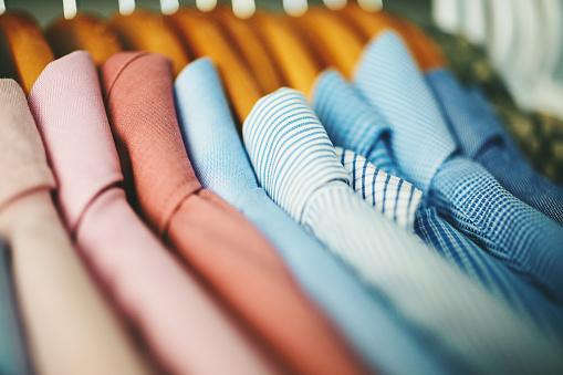 Tidy Room「Assortment of mens shirts on wooden coat hangers」:スマホ壁紙(14)