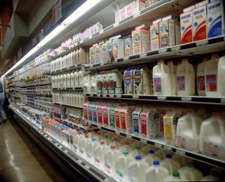 Supermarket「Assortment of milk in grocery store」:スマホ壁紙(9)