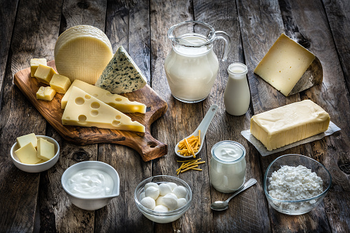 Sour Cream「Assortment of dairy products on rustic wooden table」:スマホ壁紙(15)