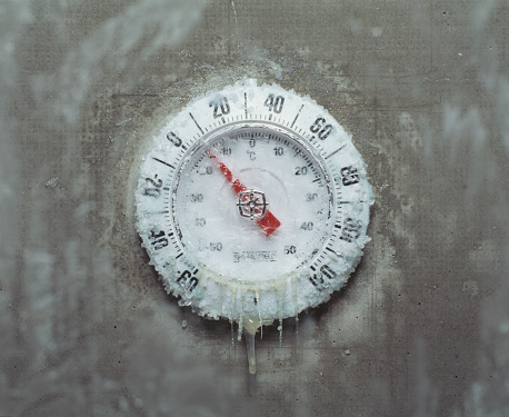 Cold Temperature「Ice covered thermometer, close-up」:スマホ壁紙(11)