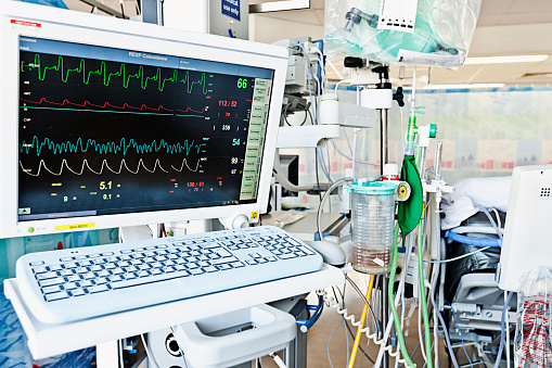 Cable「Behind Patients Bed in Intensive Care Ward, UK Hospital」:スマホ壁紙(17)