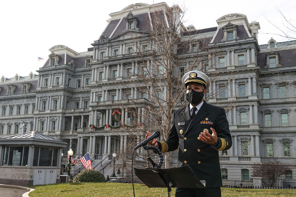 Recovery「Surgeon General Jerome Adams Briefs Media At The White House」:写真・画像(1)[壁紙.com]