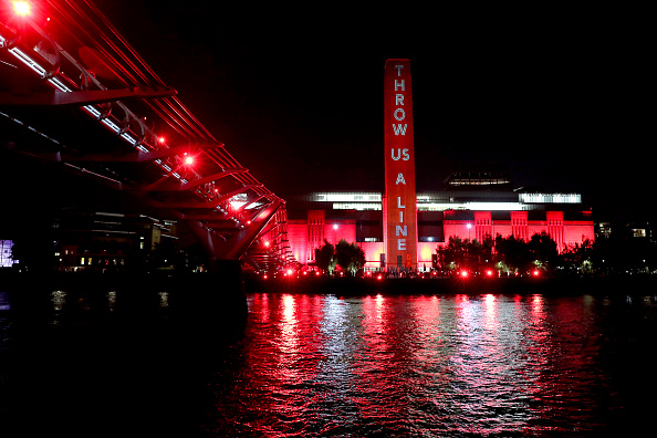 Red「UK Arts Venues Go Red For Live Events Awareness Campaign」:写真・画像(9)[壁紙.com]