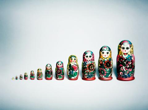 Female Likeness「A row of evenly spaced Russian Nesting Dolls」:スマホ壁紙(19)