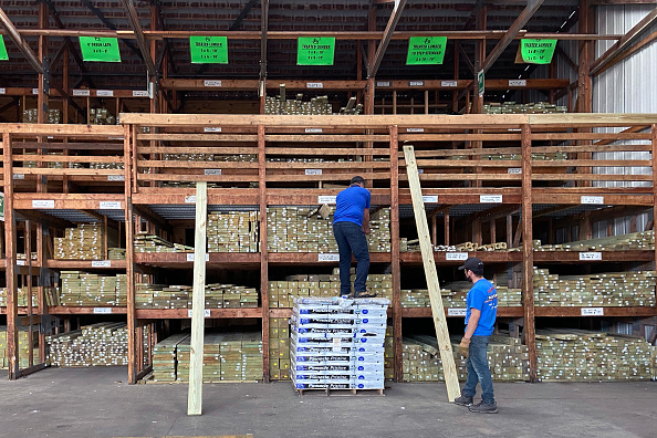 Timber「Lumber Prices Soar Leading To Rising New Home Costs」:写真・画像(1)[壁紙.com]