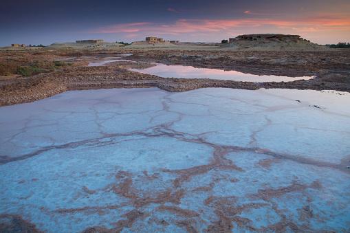 El Siwa「Dried Salt Deposits From A Dried Up Water Source On The Outskirts Of Siwa At The Siwa Oasis; Siwa Egypt」:スマホ壁紙(11)
