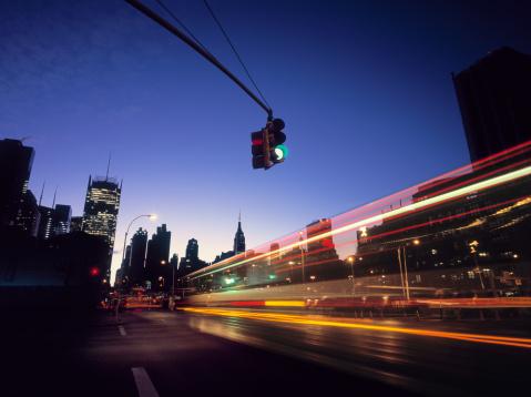 Light Trail「Traffic entering Midtown, New York at early dawn.」:スマホ壁紙(2)