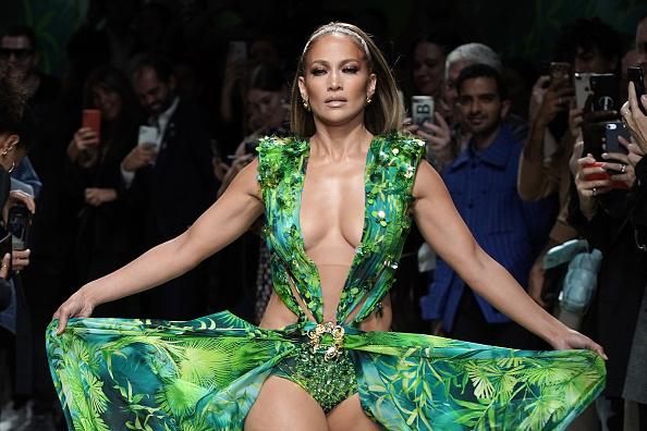 Catwalk - Stage「Versace - Runway - Milan Fashion Week Spring/Summer 2020」:写真・画像(14)[壁紙.com]