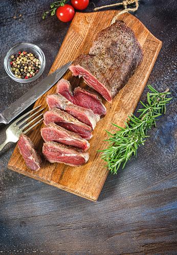 Porterhouse Steak「Grilled sliced beef steak on cutting board」:スマホ壁紙(12)