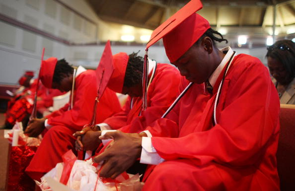 African Ethnicity「Students Graduate From Makeshift New Orleans High School」:写真・画像(8)[壁紙.com]