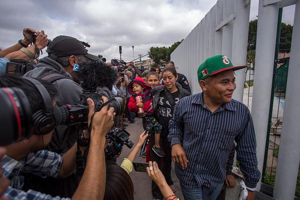Baja California Peninsula「Migrants In Caravan That Travelled Through Mexico Attempt To Be Granted Asylum At U.S. Border」:写真・画像(15)[壁紙.com]