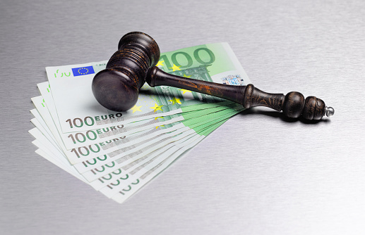 Legal System「Gavel with Euro currency」:スマホ壁紙(5)