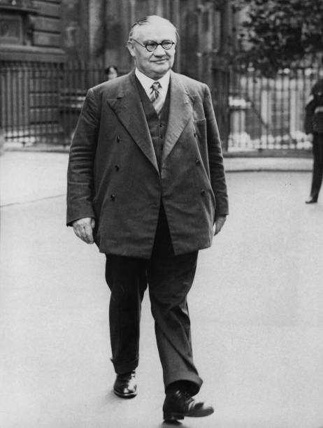 Surrendering「Ernest Bevin」:写真・画像(6)[壁紙.com]
