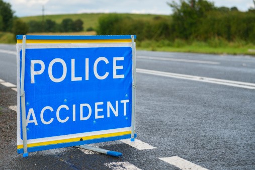 Emergency Services Occupation「British police accident sign at the side of the road.」:スマホ壁紙(1)
