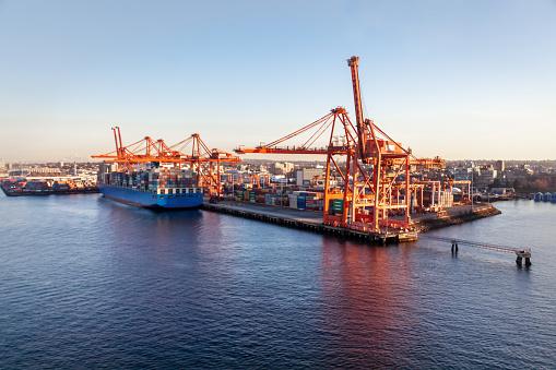 British Columbia「Gantry Cranes at Container Terminals Vancouver, BC」:スマホ壁紙(4)