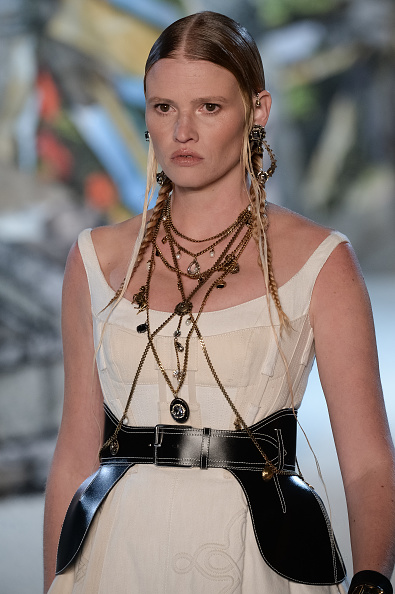 Alexander McQueen - Designer Label「Alexander McQueen : Runway - Paris Fashion Week Womenswear Spring/Summer 2019」:写真・画像(5)[壁紙.com]