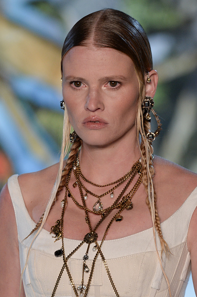 Alexander McQueen - Designer Label「Alexander McQueen : Runway - Paris Fashion Week Womenswear Spring/Summer 2019」:写真・画像(4)[壁紙.com]