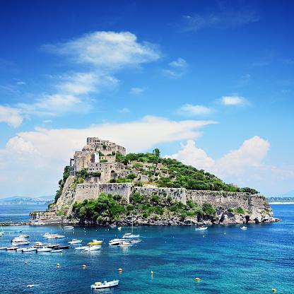 Tyrrhenian Sea「Aragonese Castle on Ischia island, Italy」:スマホ壁紙(14)