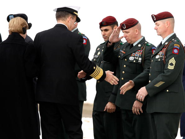 Daniel Gi「Army Sargeant Killed In Afghanistan Suicide Bombing Buried At Arlington」:写真・画像(5)[壁紙.com]