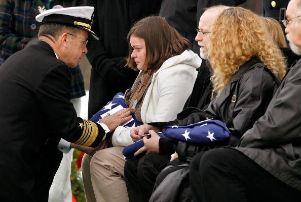 Daniel Gi「Army Sargeant Killed In Afghanistan Suicide Bombing Buried At Arlington」:写真・画像(3)[壁紙.com]