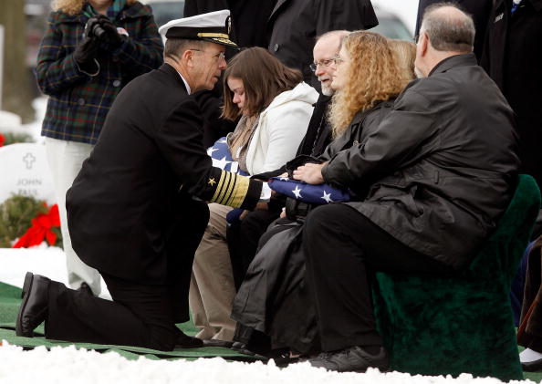 Daniel Gi「Army Sargeant Killed In Afghanistan Suicide Bombing Buried At Arlington」:写真・画像(6)[壁紙.com]