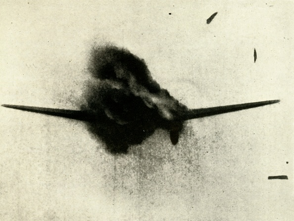 Exploding「The Moment Of Victory: A Heinkel Iii About To Go In」:写真・画像(8)[壁紙.com]