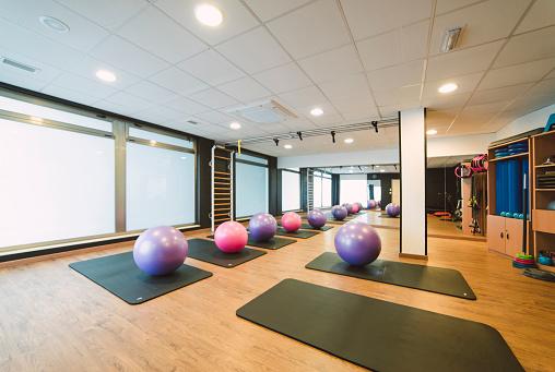 Pilates「Training room in a pilates gym」:スマホ壁紙(7)
