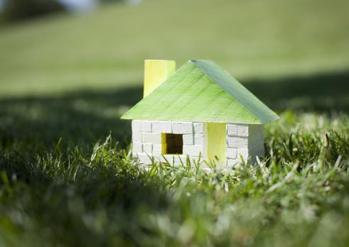 Hokkaido「Miniature house on lawn」:スマホ壁紙(3)