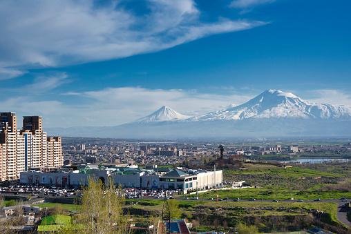 コーカサス山脈「アララト山の前のアルメニアの首都エレバン」:スマホ壁紙(6)
