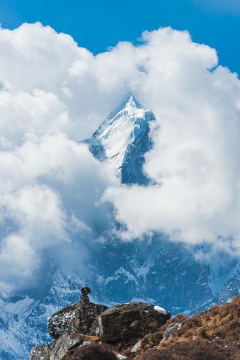 Ama Dablam「Clouds shrouding snowy summit of Ama Dablam above Khumbu Nepal」:スマホ壁紙(4)