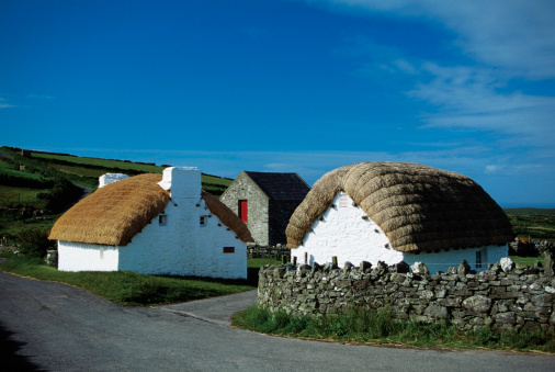 Isle of Man「Cottages with thatched roofs, Cregnesh, Isle of Man, British Isles」:スマホ壁紙(10)