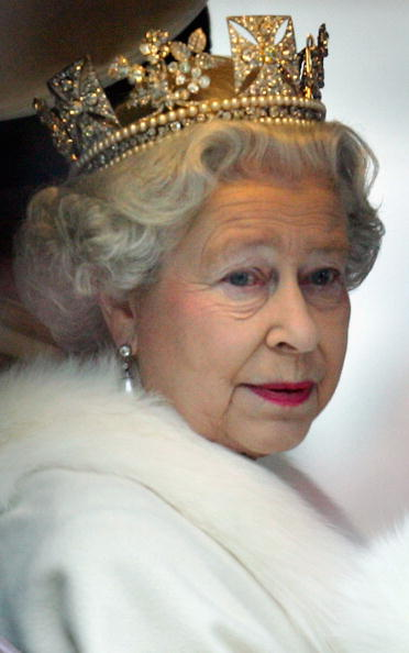 Crown - Headwear「The Queen Attends State Opening Of Parliament」:写真・画像(3)[壁紙.com]
