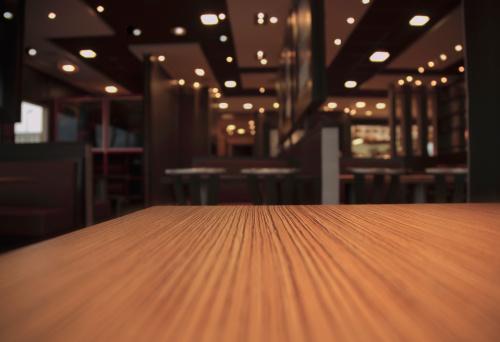 夜景「レストランのテーブル」:スマホ壁紙(19)