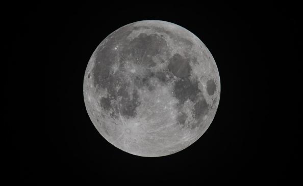 Moon「A Total Lunar Eclipse Spawns Blood Supermoon」:写真・画像(16)[壁紙.com]
