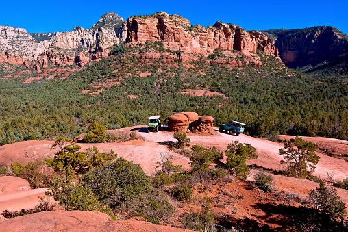 Sedona「Two Jeeps circling Chicken Point, Sedona, Arizona, USA」:スマホ壁紙(3)