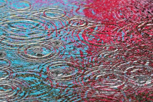 Shower「Heavy Rain Sweeps Across Britain」:写真・画像(16)[壁紙.com]