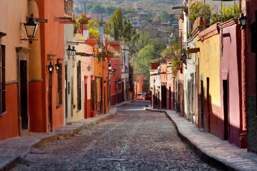 Mexico「Mexico, Guanajuato, San Miguel de Allende, Colorful Street」:スマホ壁紙(4)