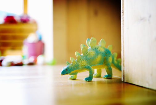 Extinct「toy dinosaur in playroom」:スマホ壁紙(12)