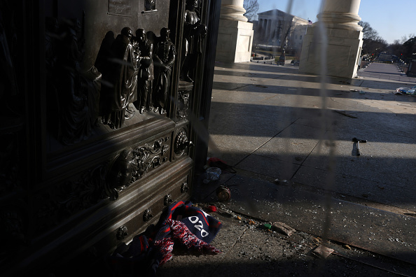 Capitol Hill「Washington DC Tense After U.S. Capitol Is Stormed By Protestors」:写真・画像(3)[壁紙.com]