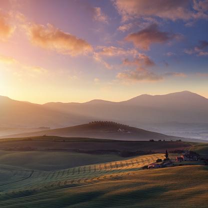 Monte Amiata「Sunrise in Tuscany」:スマホ壁紙(5)