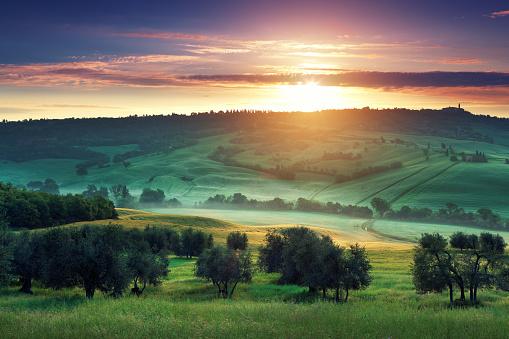 Val d'Orcia「Sunrise in Tuscany」:スマホ壁紙(15)